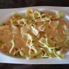 Lazos de pasta en salsa de foie